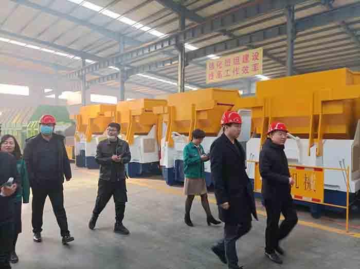 天津某业主莅临群峰重工总部考察 对可回收垃圾分选系统给予高度肯定